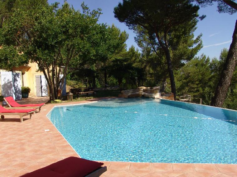 Location vacances villa aix en provence ref 1489 4 chambres for Location vacances aix en provence avec piscine