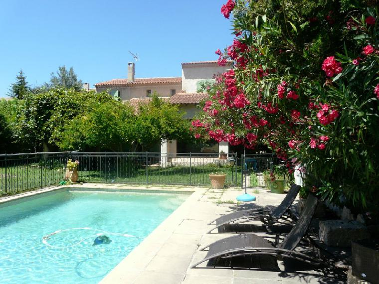 Location vacances villa aix en provence ref 1601 5 chambres for Location vacances aix en provence avec piscine
