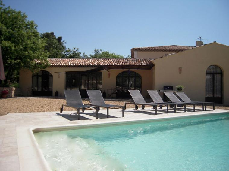 Location vacances villa le puy sainte reparade ref 577 for Piscine puy sainte reparade