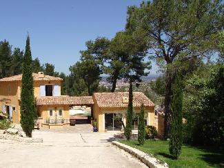 Belles maisons vacances louer en provence avec piscine for Location vacances aix en provence avec piscine